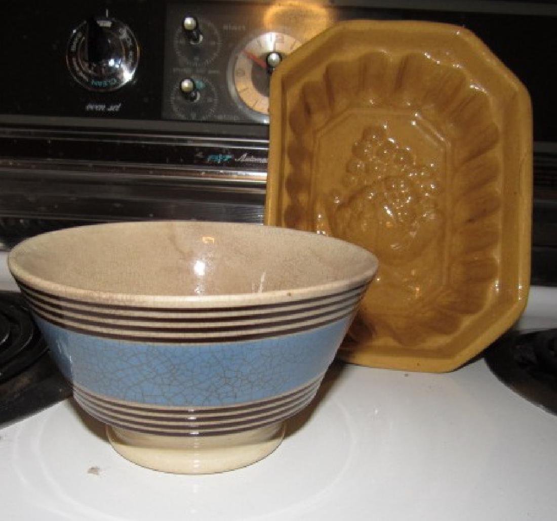 Yelloware Mold & Mocha Bowl