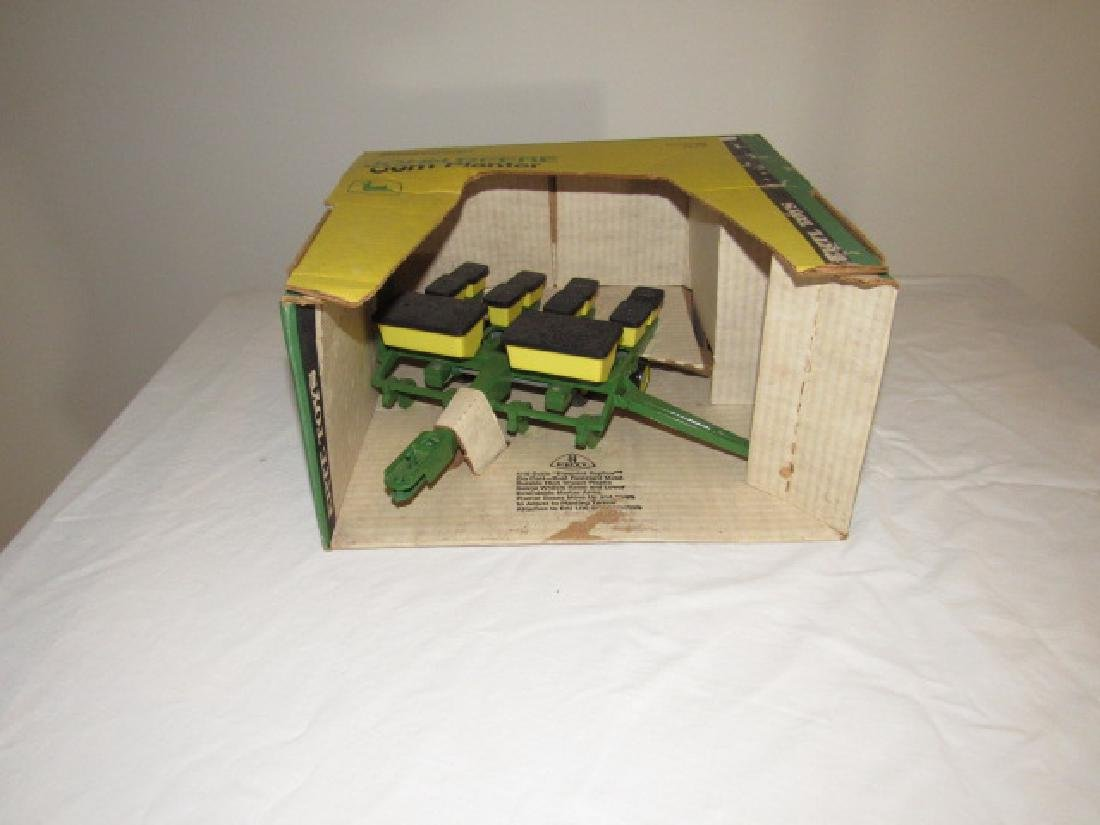 Ertl John Deere Corn Planter Die Cast Toy