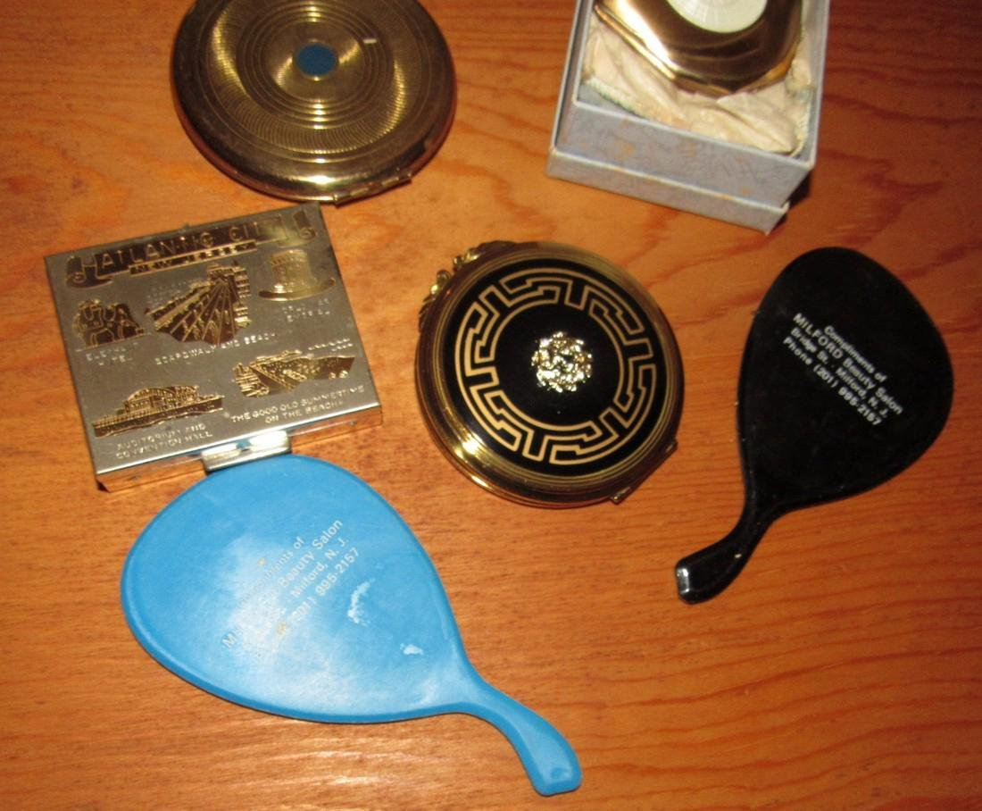 Lot of Compacts incl. Atlantic City NJ Souvenir - 3