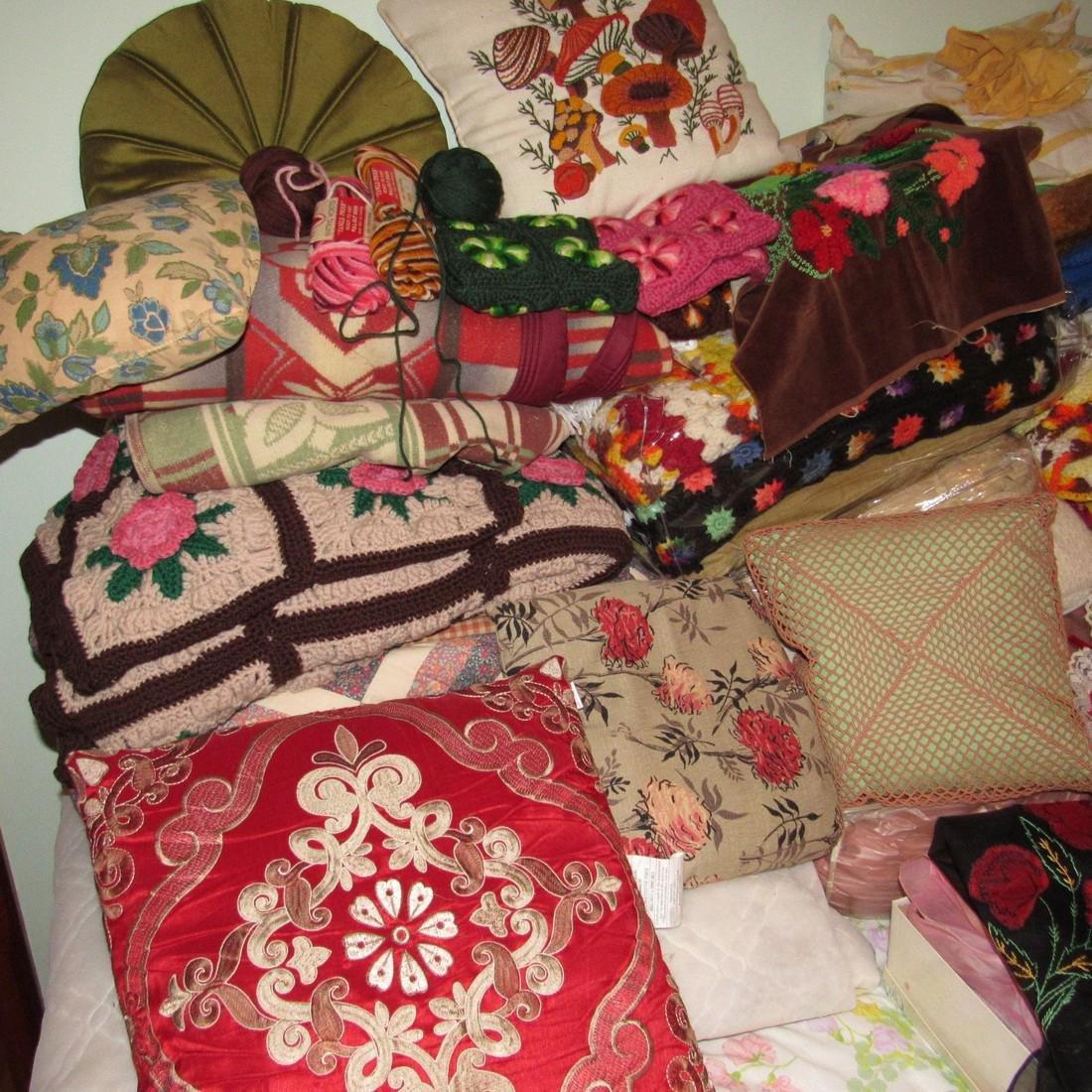 Bedspreads Pillows Blankets Doilies Hangers - 7