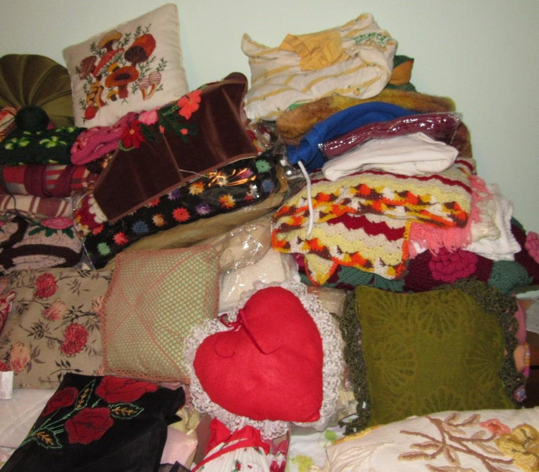Bedspreads Pillows Blankets Doilies Hangers - 8