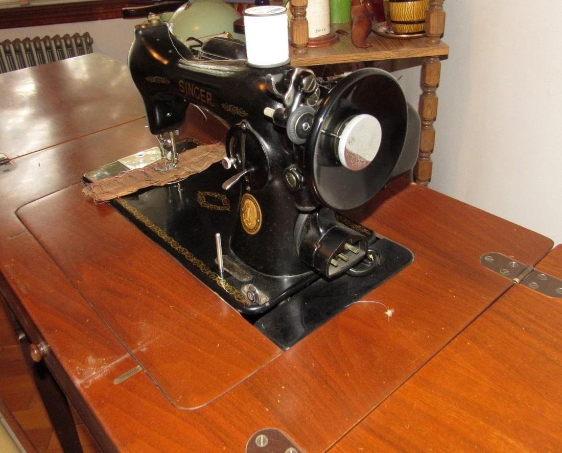 Electric Singer Sewing Machine & Bench - 5