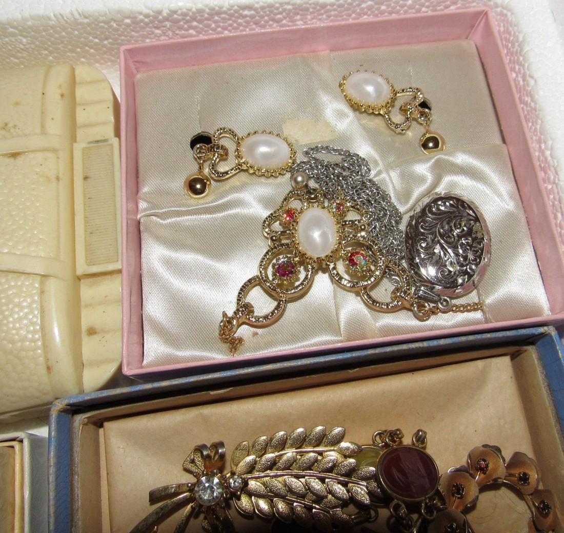 Large Lot of Jewelry Rings Cufflinks Brooches - 7