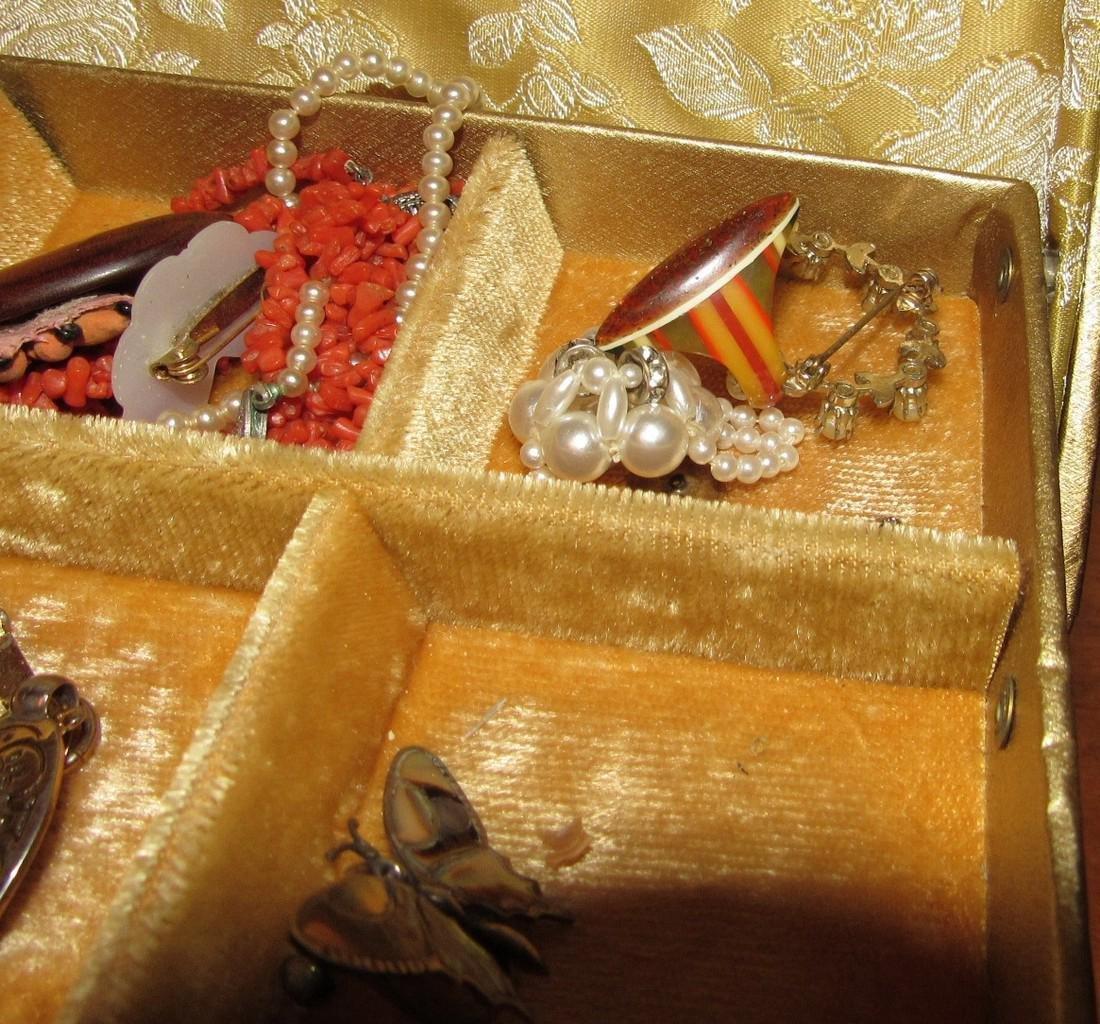 Jewelry Lot Ring Earrings Bracelets Brooches - 10