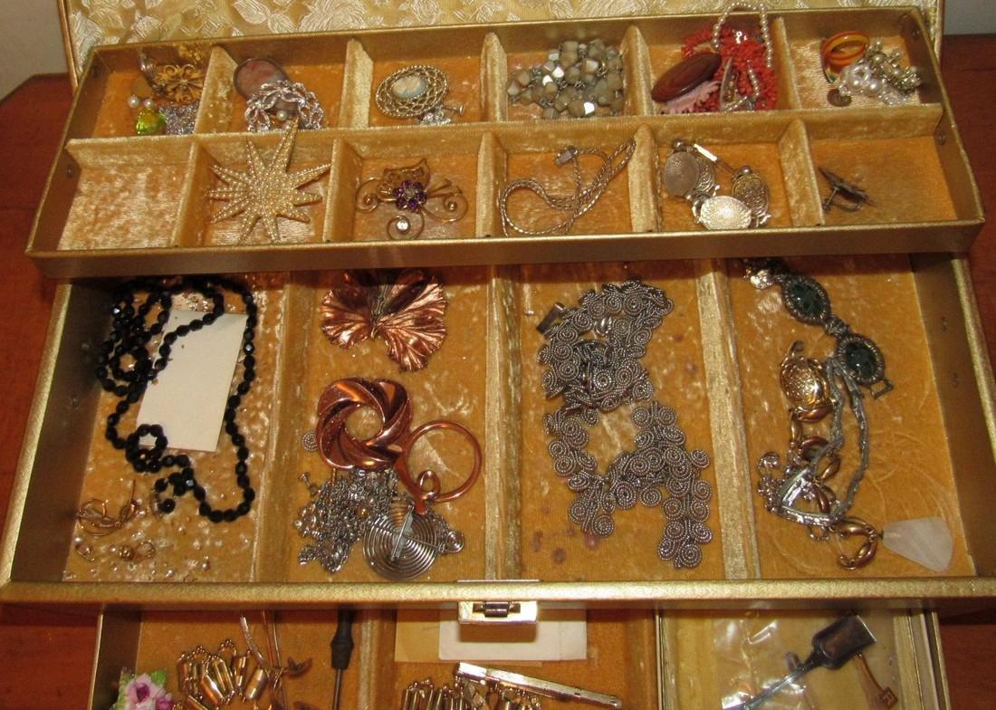 Jewelry Lot Ring Earrings Bracelets Brooches - 2