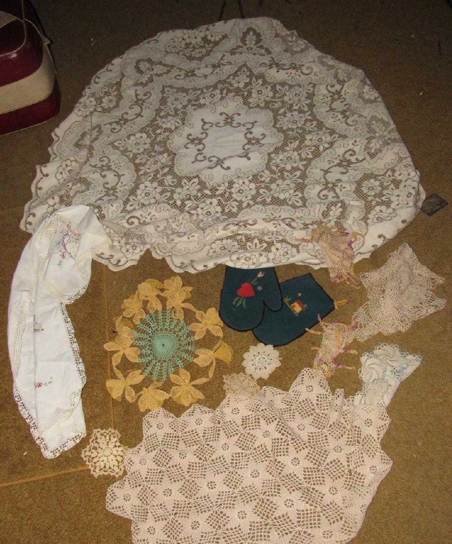 Table Cloth & Doilies Lot