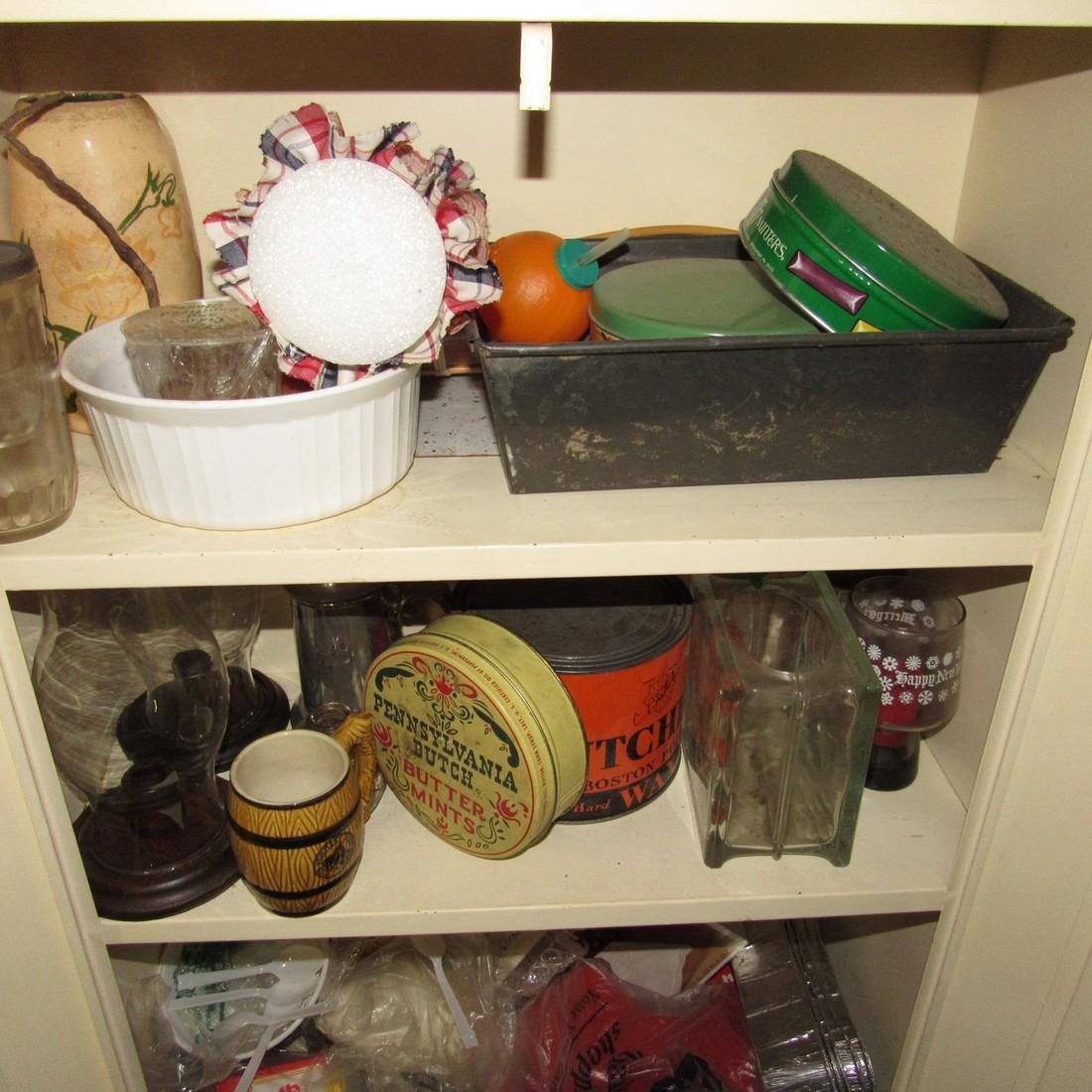 Metal Cabinet & Misc Contents - 4