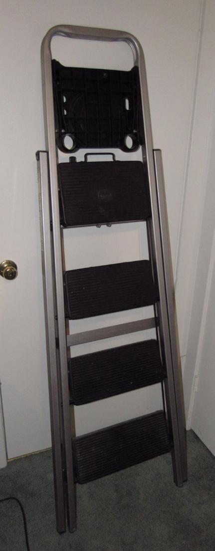 "5'6"" Commercial Step Ladder"