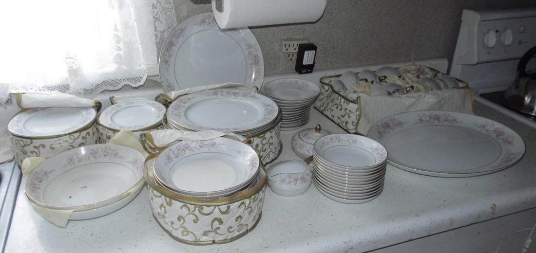 Mikas China Lois 8131 Dinnerware
