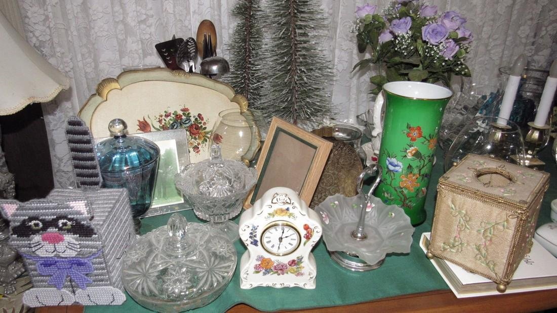 Table Contents Glassware Christmas Clocks Misc - 2