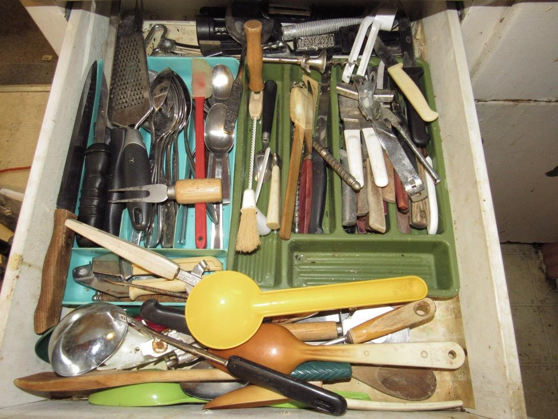 Contents of Kitchen Cabinet - 6