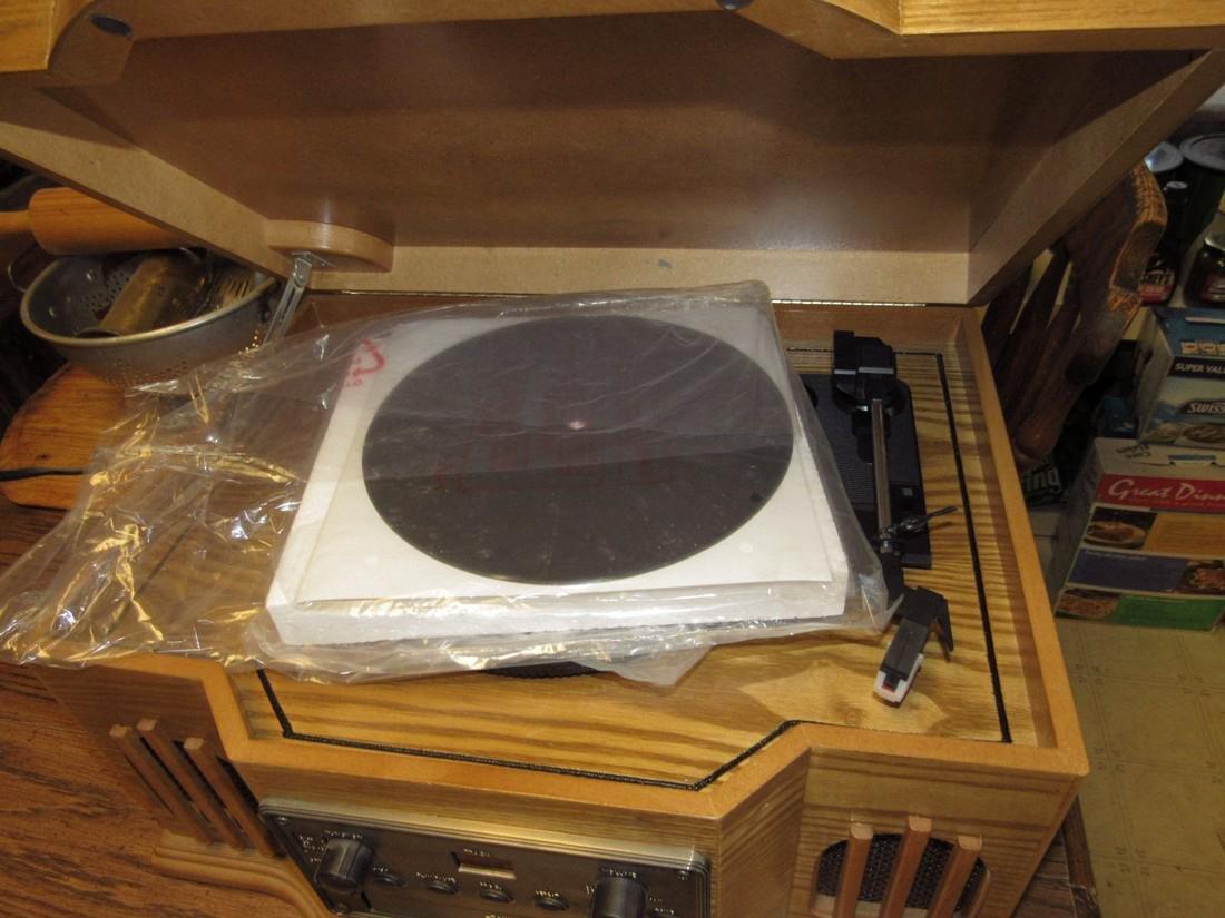 Philco CD Player & Turntable - 3