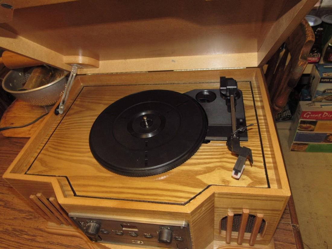 Philco CD Player & Turntable - 4