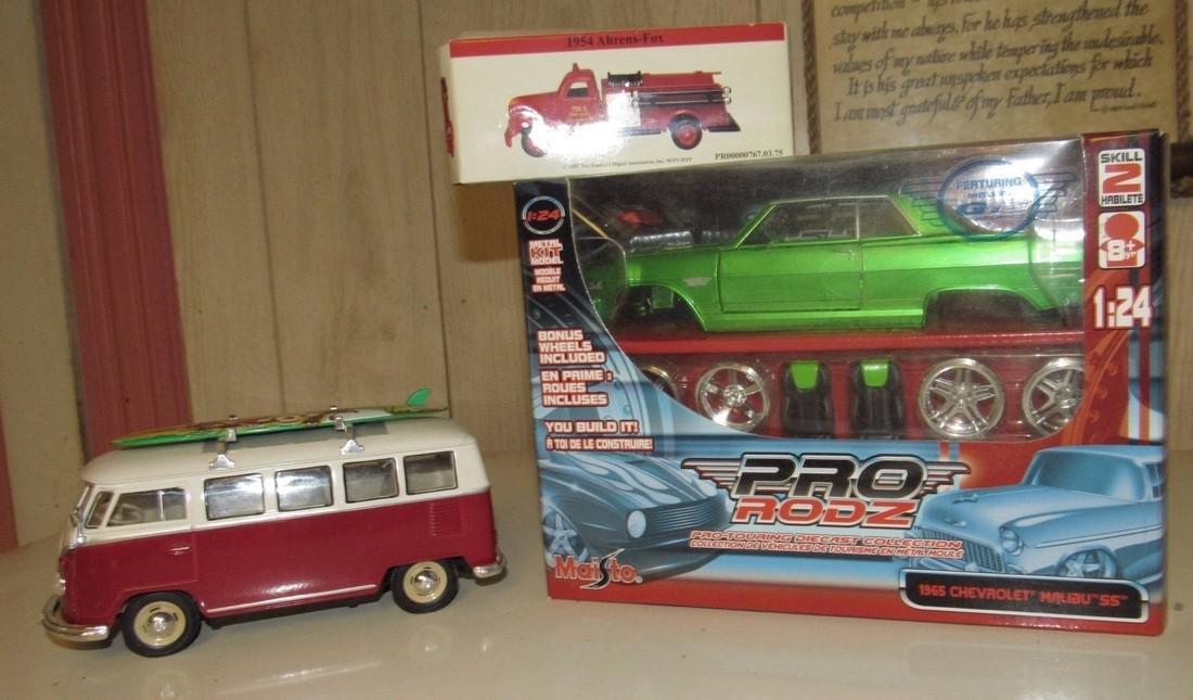 Maisto 1965 Chevy Malibu SS Pro Rodz & VW Bus - 2