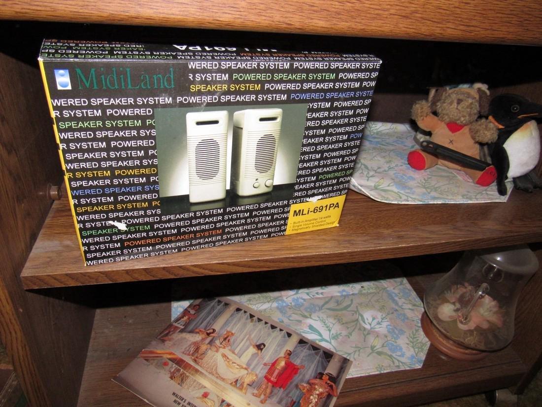Knick Knacks Figurines Bell Speakers Worlds Fair - 5