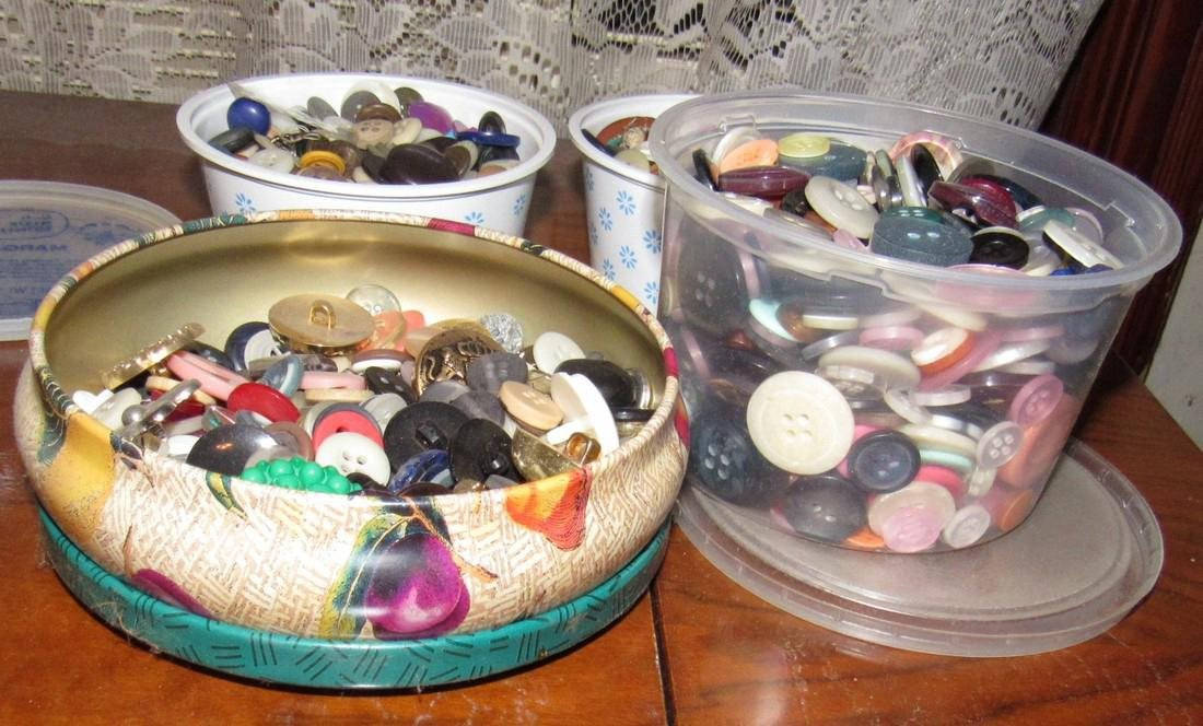 Lot of Vintage Buttons - 5