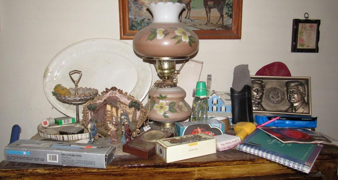 Lamp & Misc Contents Lot