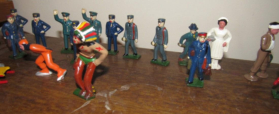27 Lead Figures Indian Skaters Police Horses - 4