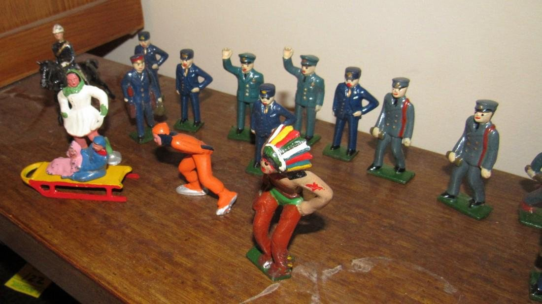 27 Lead Figures Indian Skaters Police Horses - 6