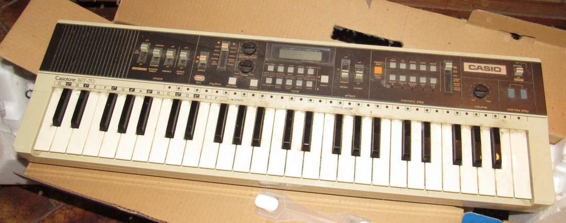 Casio MT-70 Casiotone Keyboard - 2