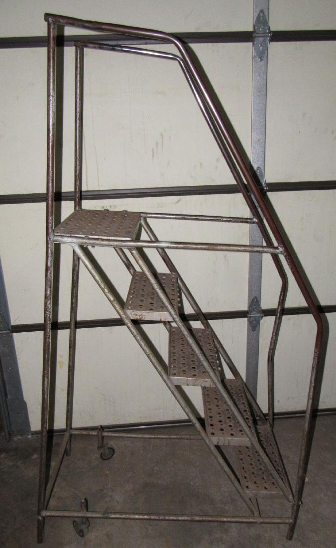 4' Rolling Stairs / Steps