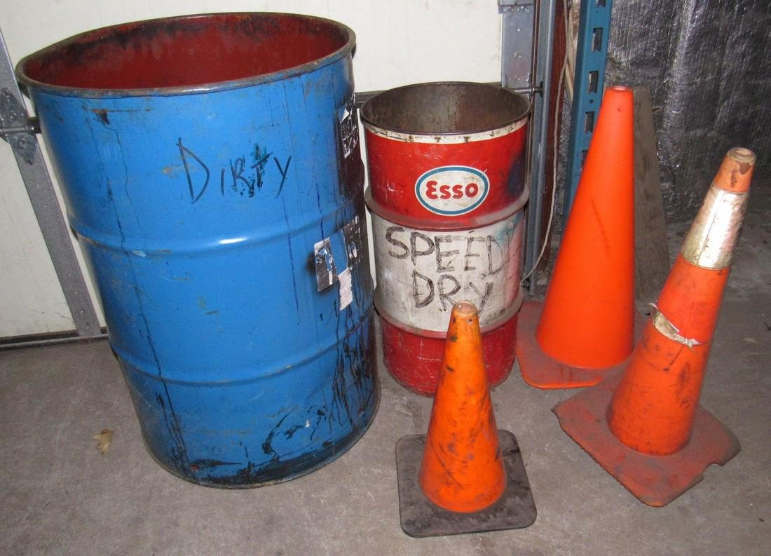 Esso 30 Gallon Drum 55 gal & Cones