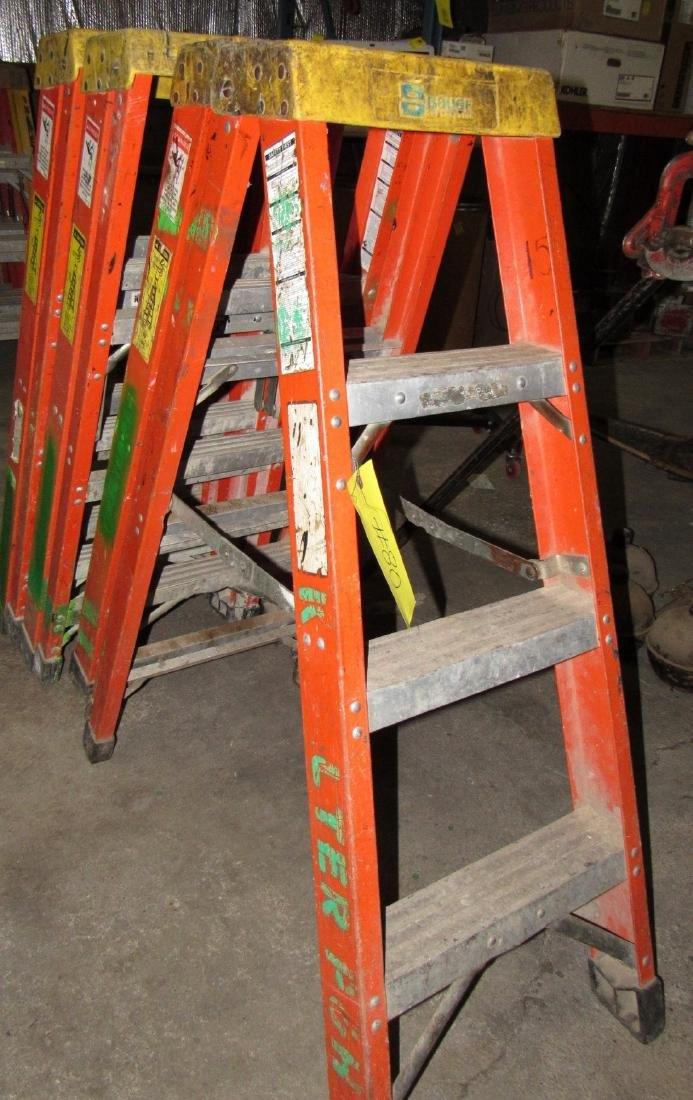 (4) 4' Bauer Fiberglass Step Ladders