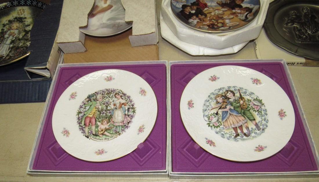 Lot of 44 Collector Plates Norman Rockwell Goebel - 10