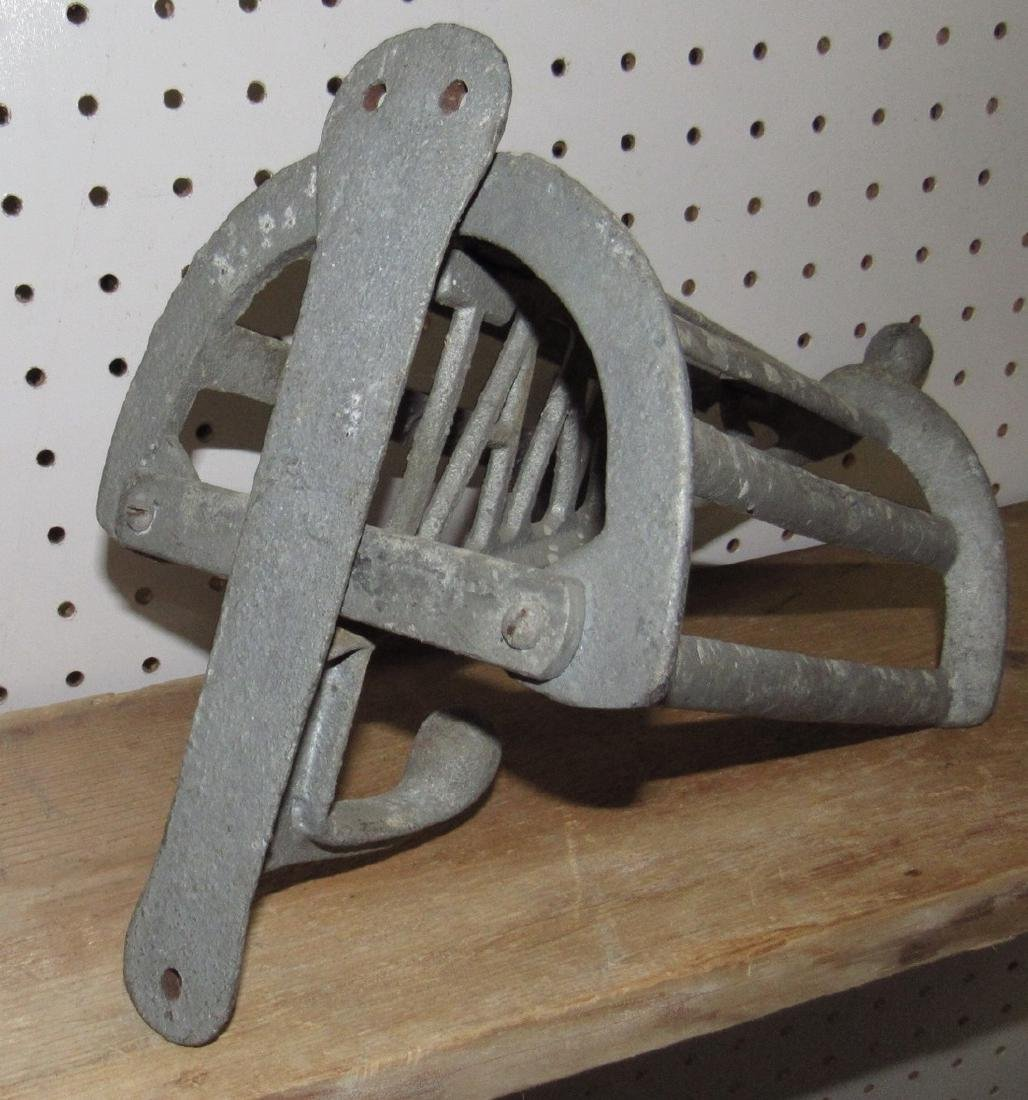 Cast Iron James Saddle Rack - 2
