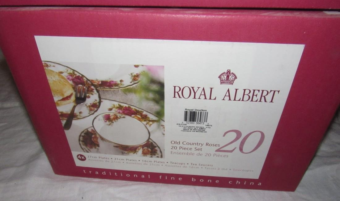 Royal Albert Old Country Roses 20 pc Set & Rim Soup - 2