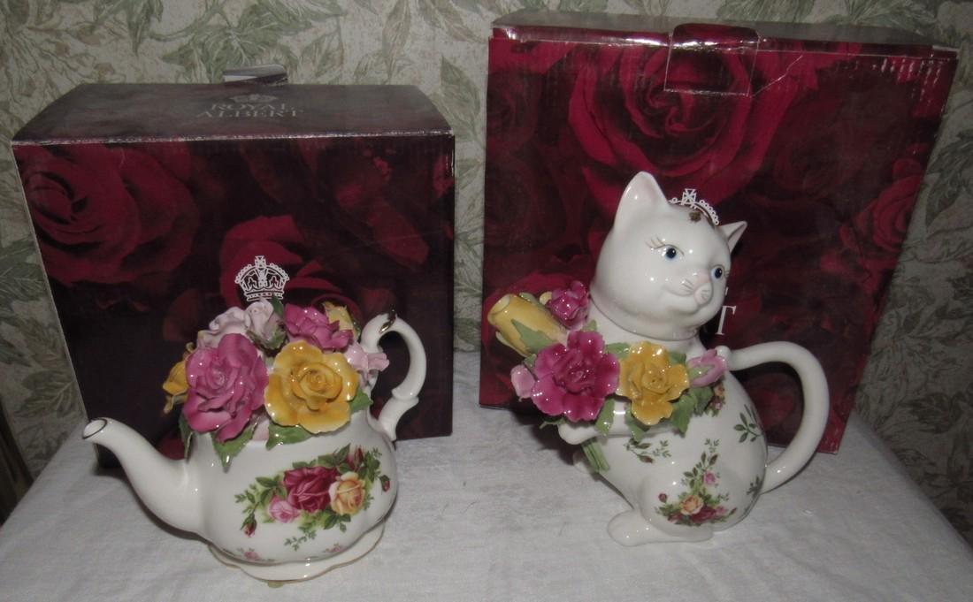 Royal Albert Old Country Roses Cat Tea Pot & Music Box