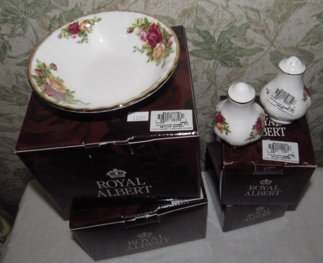 Royal Albert Old Country Bowls Salt & Pepper Shakers - 2