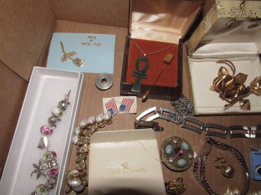 Lot of Vintage Jewelry Brooches Bracelets - 2