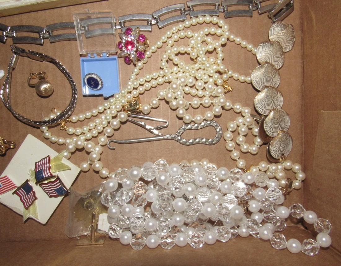 Lot of Vintage Jewelry Brooches Bracelets - 4