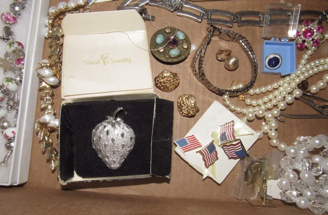 Lot of Vintage Jewelry Brooches Bracelets - 5