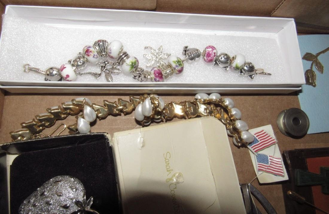 Lot of Vintage Jewelry Brooches Bracelets - 6