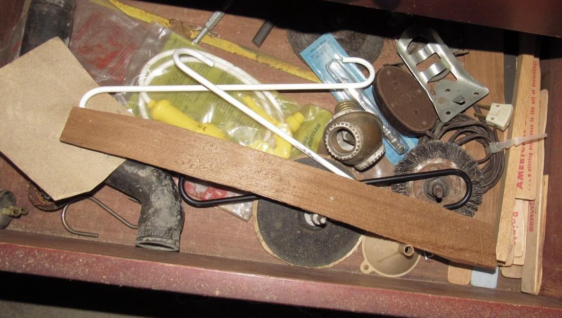 Misc Tools Floor Lamps Partial Wall Contents - 10