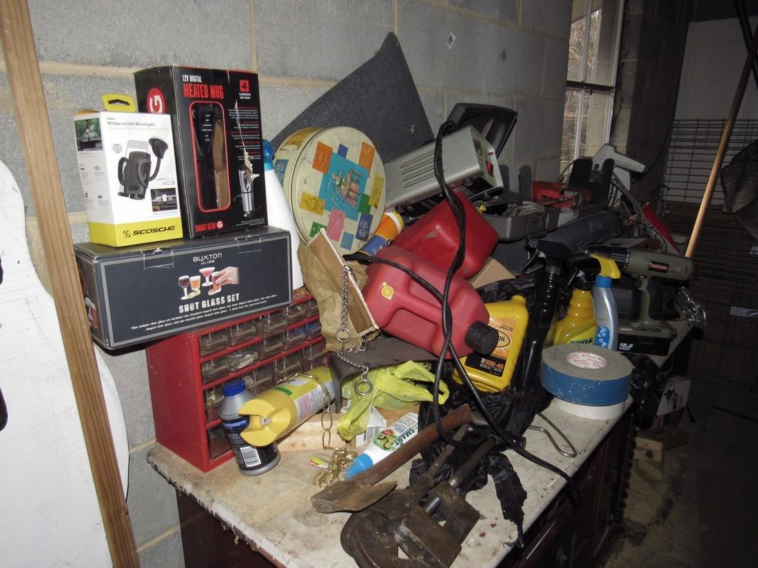 Misc Tools Floor Lamps Partial Wall Contents - 3