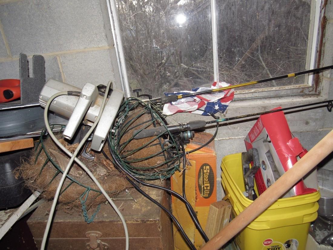 Misc Tools Floor Lamps Partial Wall Contents - 5