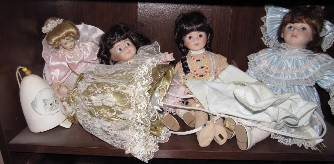 Large Lot of Dolls. - 4