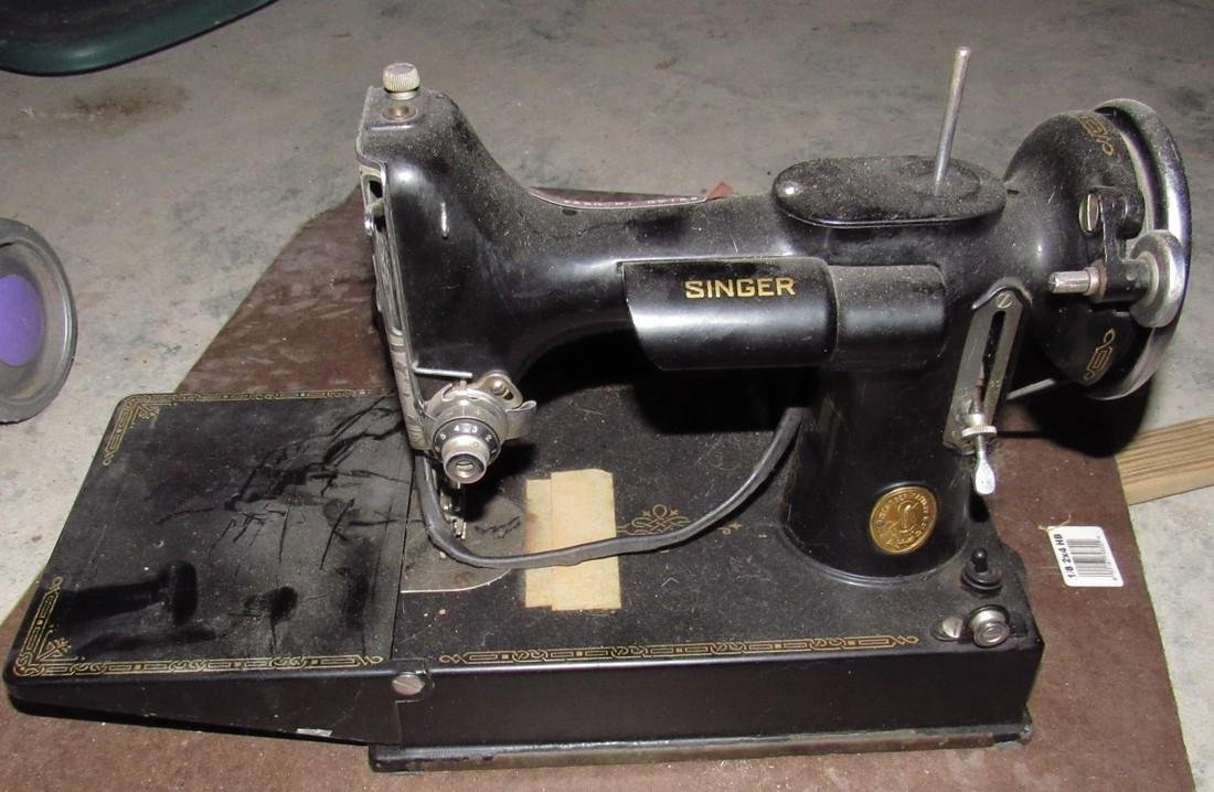Singer Feather Light Sewing Machine - 2