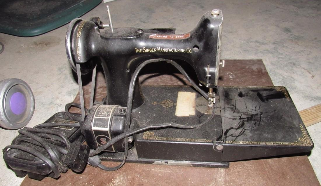 Singer Feather Light Sewing Machine - 4