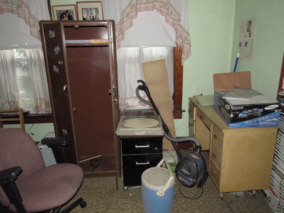 Bedroom Contents Fisher Speakers Desk Cabinet