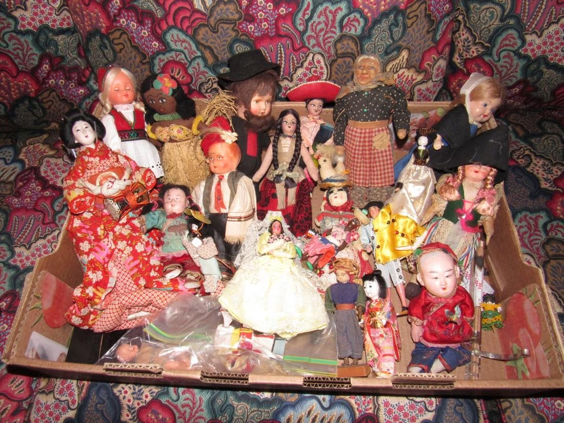 Large Lot of Dolls Including Oriental