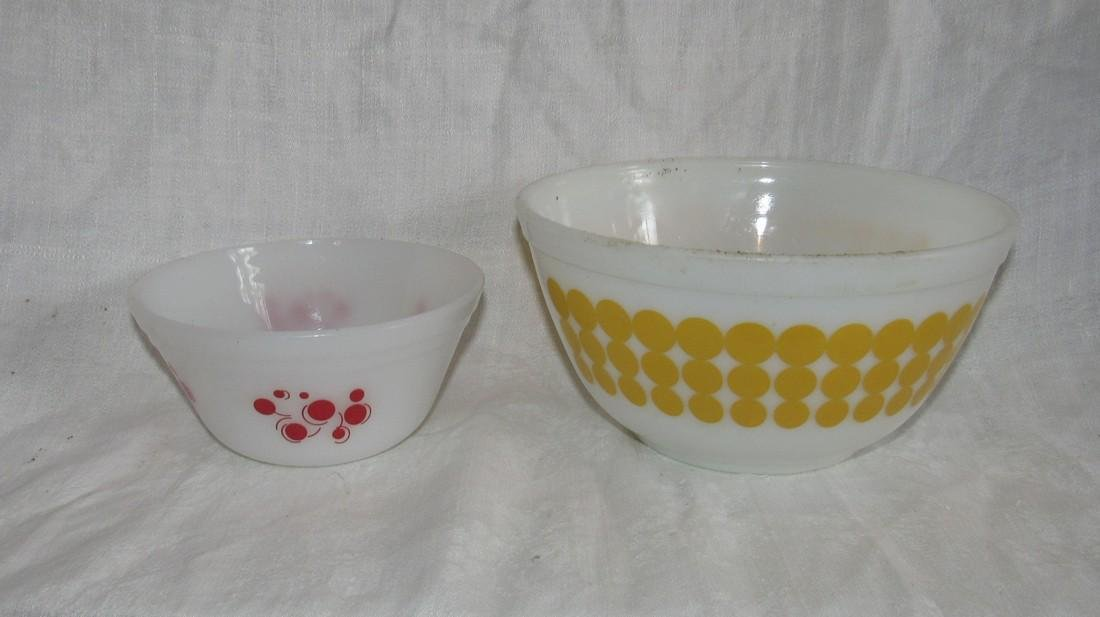 Pyrex 402 1 1/2 Quart Yellow Dot Mixing Bowl