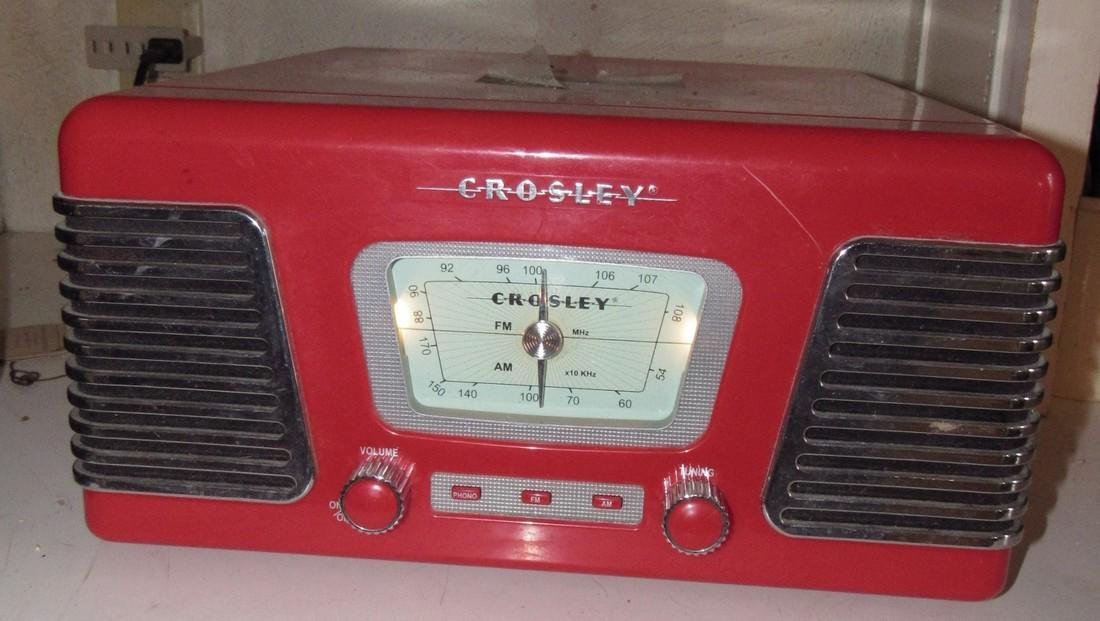 Crosley Reproduction Radio / Turntable
