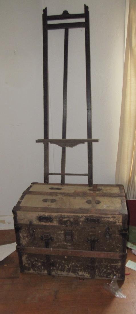 Trunk & Easel