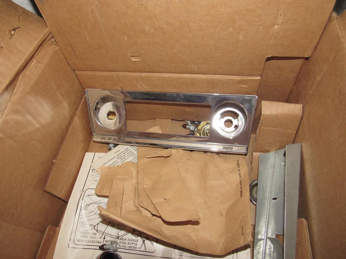 Chevrolet Delco Corvair 1 # 986864 Car Radio - 6