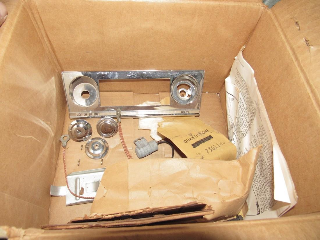 Chevrolet Push Button Corvair Radio & Speaker 9868864 - 7
