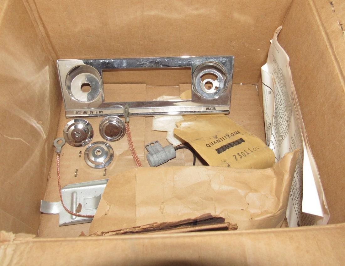 Chevrolet Push Button Corvair Radio & Speaker 9868864 - 8